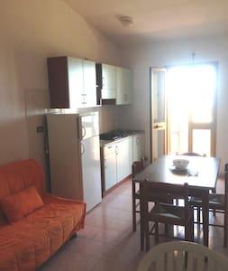 "Appartamento ""vista Mare"", 2 o 4 persone - Badesi - Apartamento"