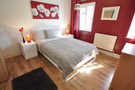 (REN-C)PRIVATE ROOM FOR 2 PPL NEAR VICTORIA PARK - 伦敦 - 公寓
