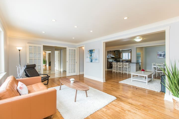 KASHY HOMES-Upscale single home  near DT & Airport
