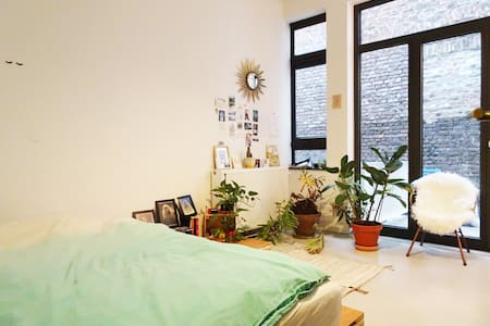 Room with private bathroom and terrace in loft. - Bruxelles - Lakás
