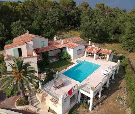 Independent apartment in charming villa with pool