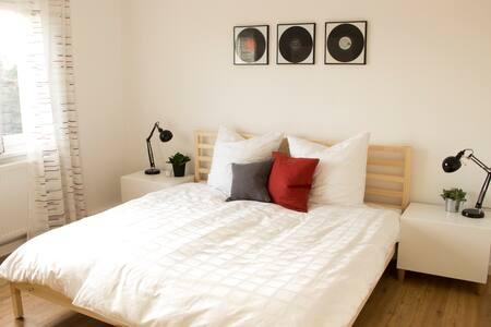 Modernes Doppelzimmer in Nordstemmen - Nordstemmen - Appartement