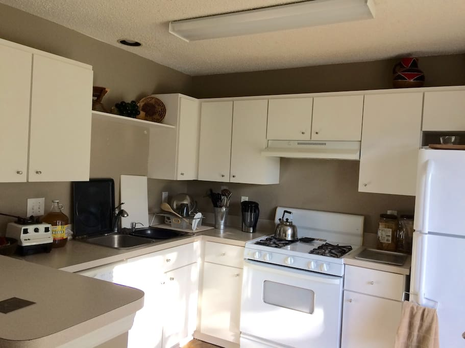Shared kitchen usage, complimentary coffee and tea