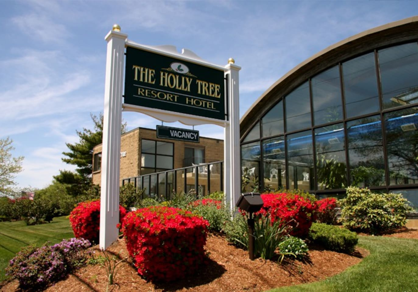 The Holly Tree Resort is located in the heart of historic Cape Cod