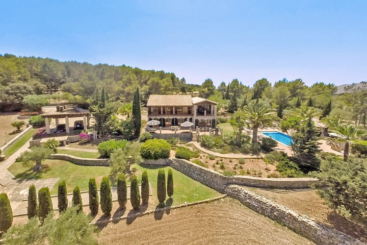 Can Fanals:  6 bedrooms, 15 beds villa in Mal Pas