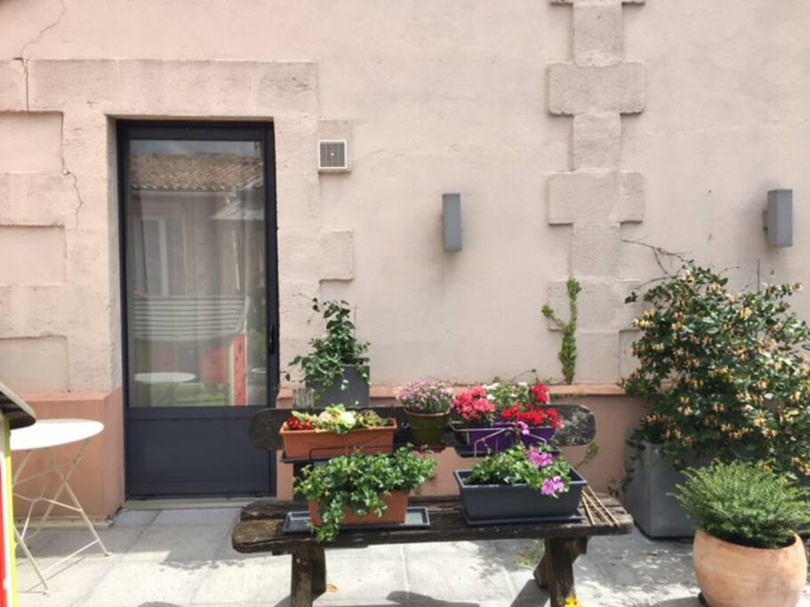 Calme proche centre parking ptt d jeuner terrasse for Location appartement proche bordeaux