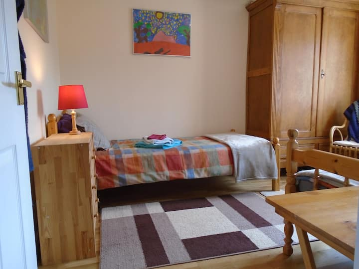 Bright spacious room (single or twin)