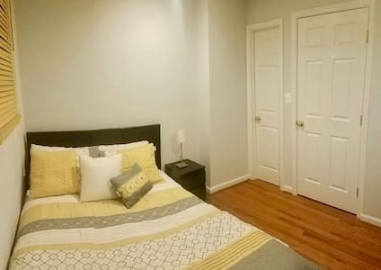 COZY Place enjoy 1BR+Private Bath, min away to DC! - Brentwood - Rumah