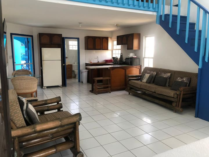 Family OneBdr Duplex apt Short walk to restaurants
