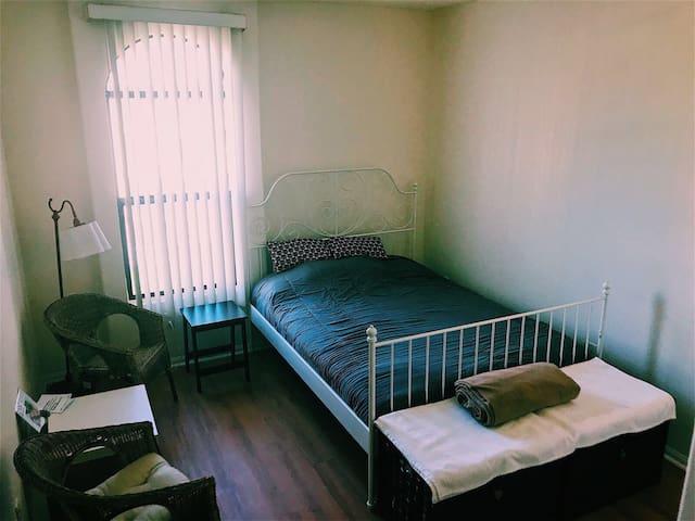 Adorable Private Master Bedroom w/Bath in DTLA