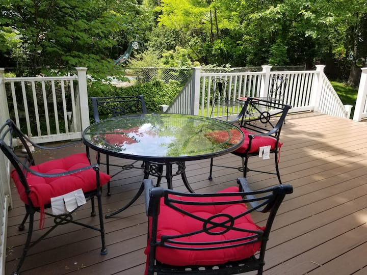 Beautiful House in Cresskill with Pool