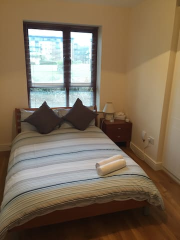 Ensuite room beside Airport - Santry - Huoneisto