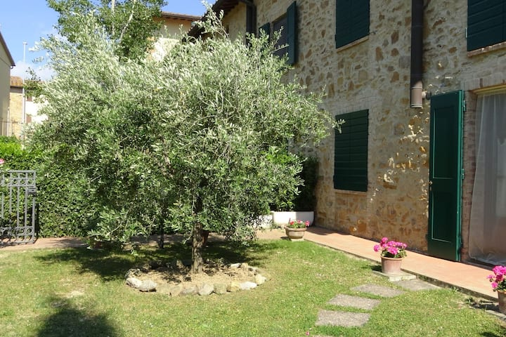 Well kept property with garden with lovely panorama.