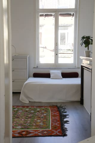 Beautiful room with terrace close Flagey & EU - Ixelles - Condominio