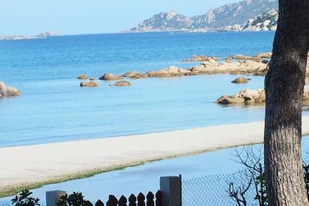 Sul mare vista mozzafiato  villa  Rox- 5 posti - Porto Taverna - 独立屋