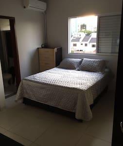 Pequeno Loft bem localizado - Maringá - Lägenhet