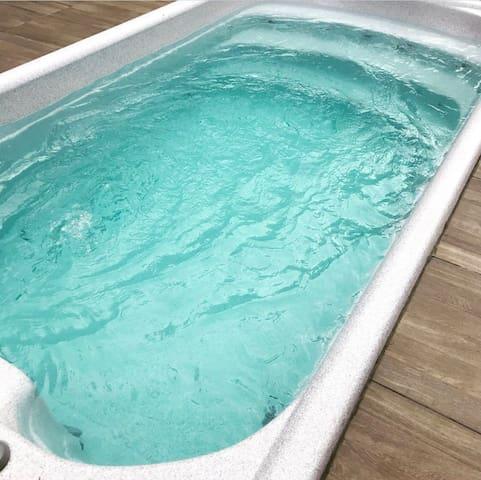 Verwarmde zwemspa  26 graden