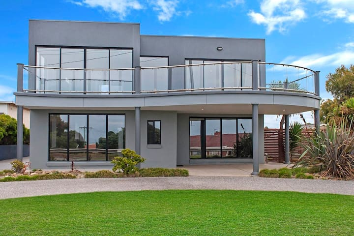 $SPECIAL$ Great Ocean Home  Sea Views Top Location