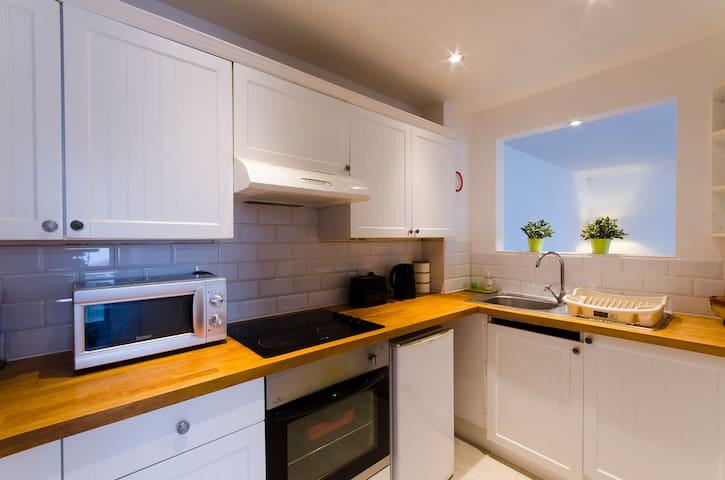 Stylish modern  Mews house in central St Leonards - Saint Leonards - Casa