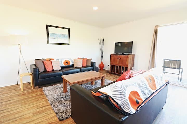 Beachcomber Apartments - Upstairs