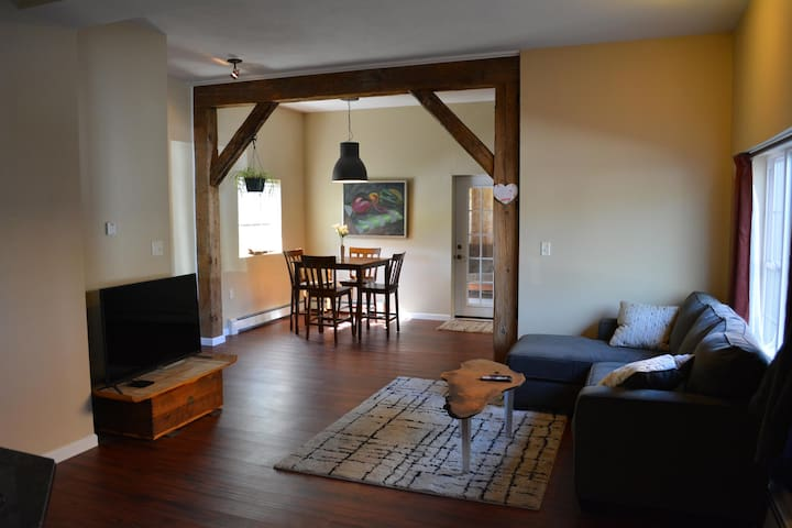 Clean Remodeled Rustic Retreat, Safe Neighborhood - Camillus - Huis