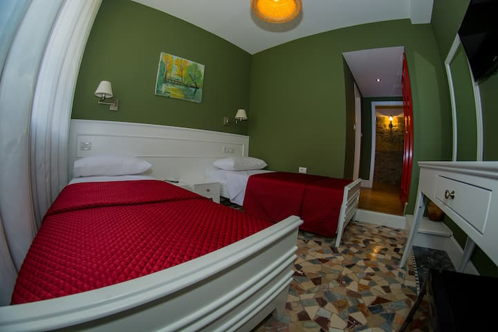 Twin Room - Midtown Tirana