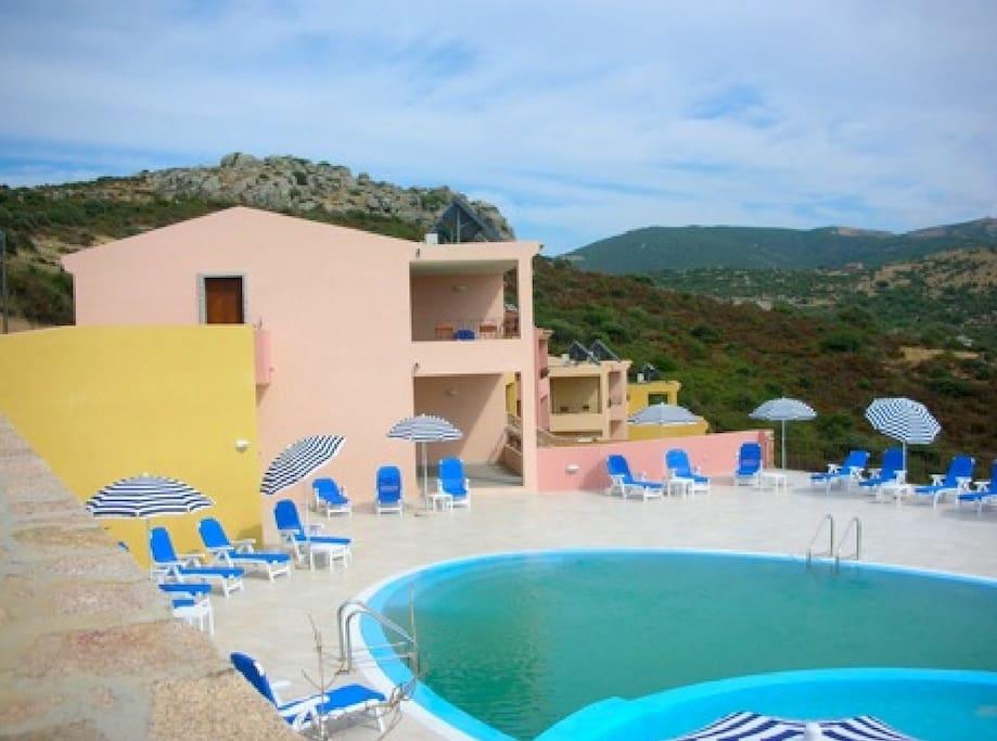 Tranquillo residence con piscina e vista su mare - Residence con piscina sardegna ...