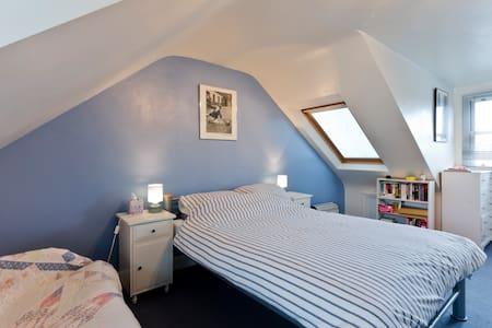 Loft bedroom & shower,  Kew, Surrey - Richmond - Ev