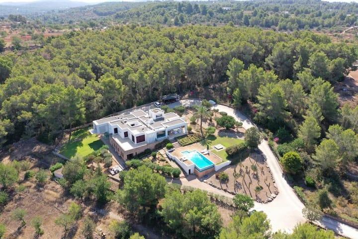 Private Apartment in Luxury Villa