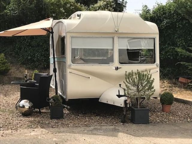 Sweet Vintage Caravan, GLAMPING