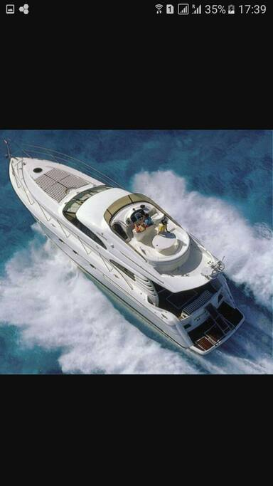 With Twin Volvo Penta 450's she can reach speeds of upto 30 knots