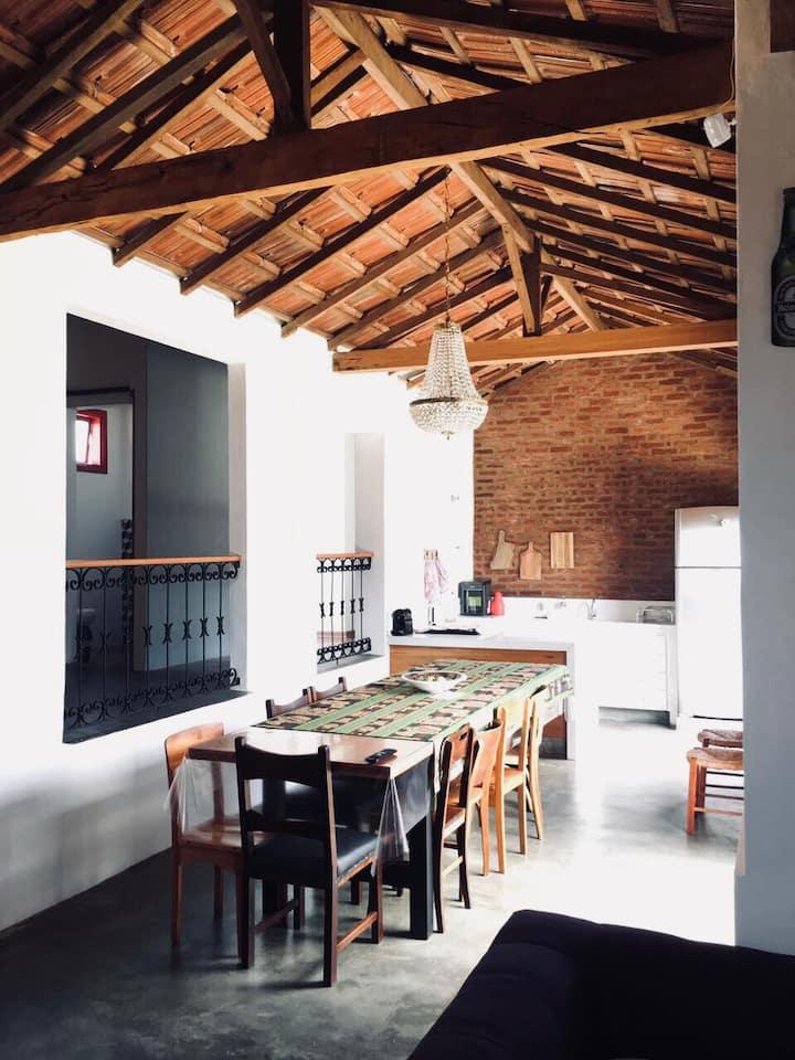 Linda casa modernizada e charmosa em Guaranésia!