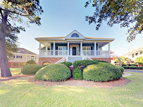 Lakeside Home on Golf Course w/ Deck & Game Room