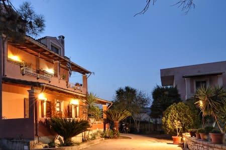 Kloudas Apartments - Casa Vangelis