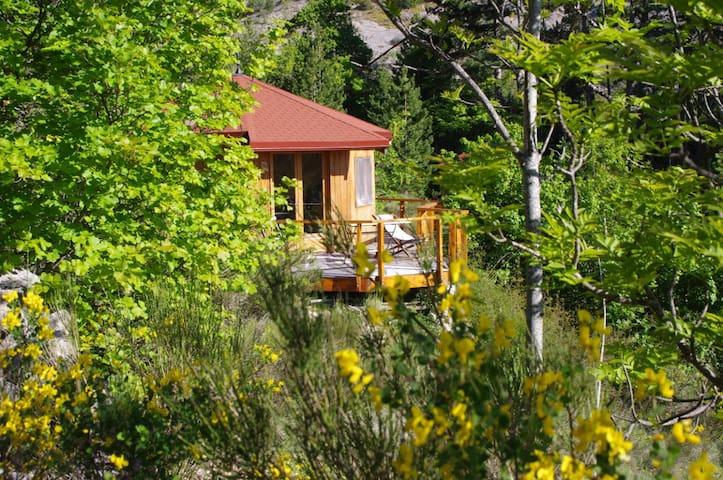 Petit Châlet idéal pour un couple - Éourres - Earth House