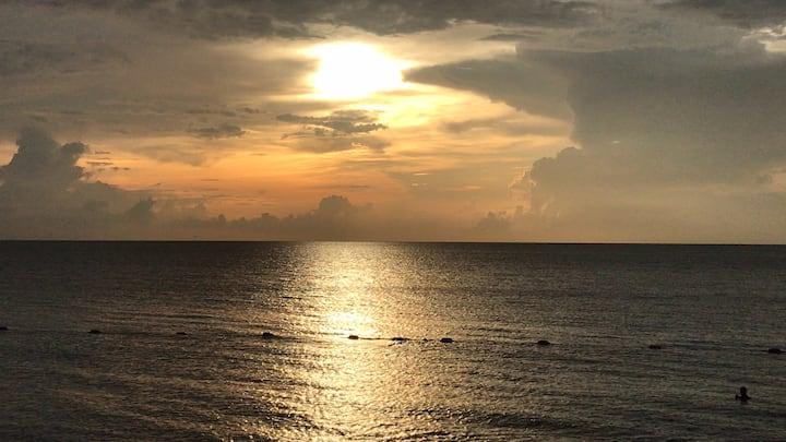 Frente al mar, la brisa y la cómodidad de un hotel