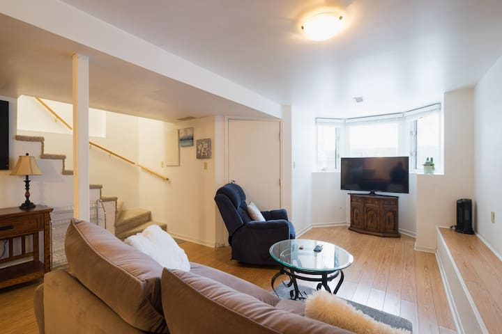 Cozy Bloor West private basement Apartment.
