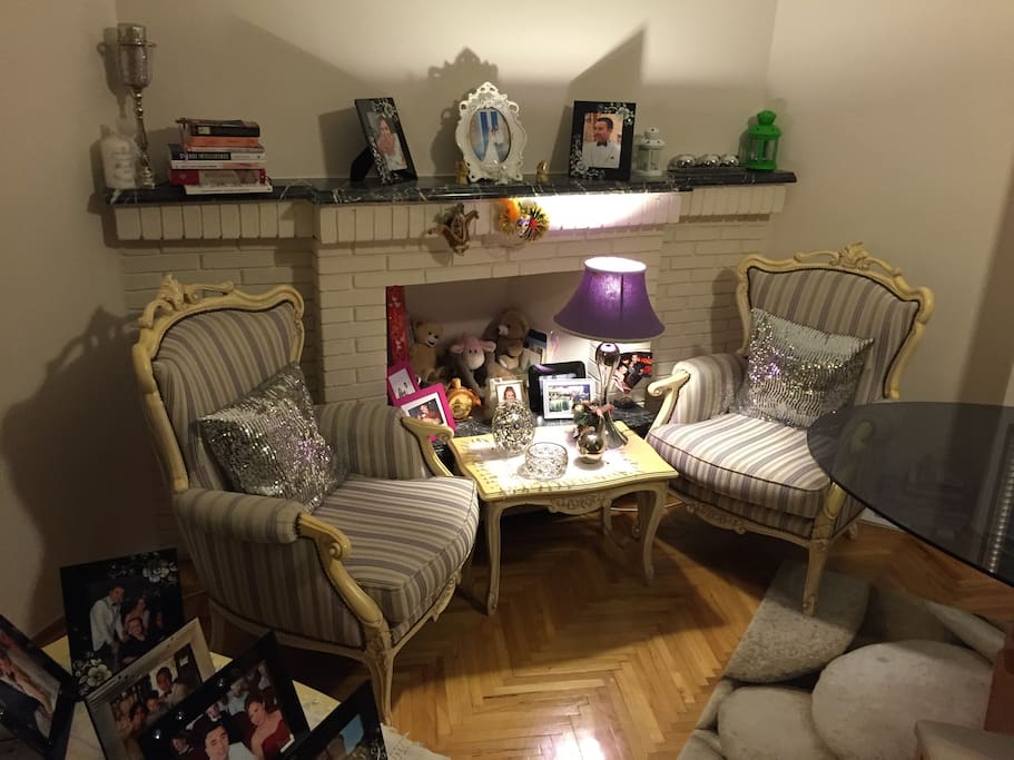 Warm and very wide living room (reading place)