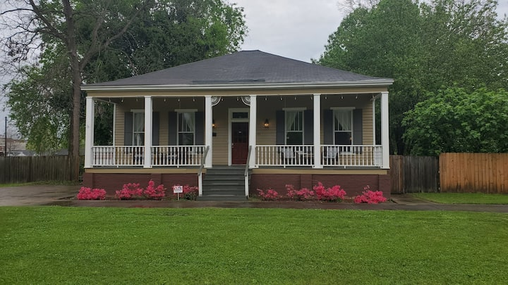 🤗Oh Happy Day Bungalow🤗 ....⭐Downtown Historic⭐