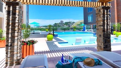 Luxury King Bed Suite; RESORT POOL & FREE PARKING