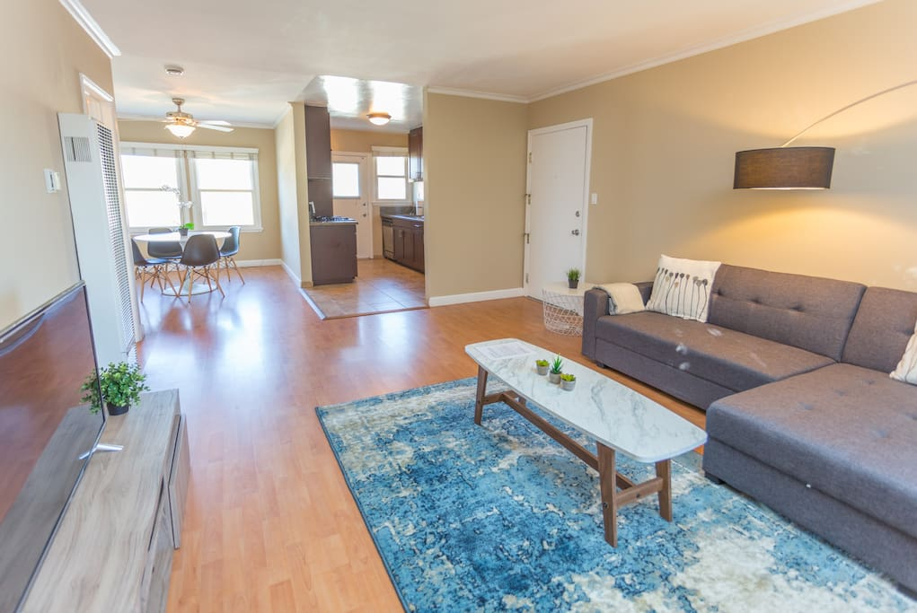 Spacious 2 bedroom near marina del rey lax serviced - 3 bedroom houses for rent in los angeles ca ...