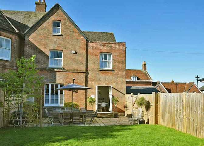 Quay Corner, 5 bed town house, Christchurch Dorset