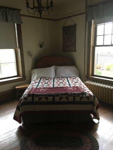 Charley Montana Room  1 (Charles Room)