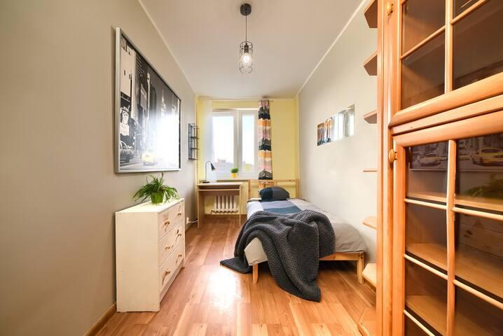 Pokój 1-os Górczyn w przytulnym mieszkaniu