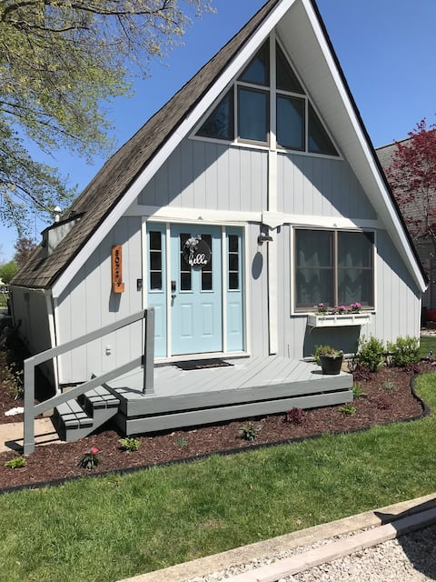 Cozy Channel Cottage on Lake Wawasee