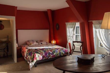 chambre avec salle de bain wc le charme de l ancien et le grand calme de la campagne