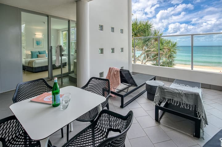 One Bedroom Beachfront Spa Apartment