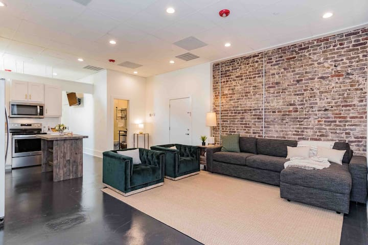 Birmingham's finest studio loft! Downtown walking