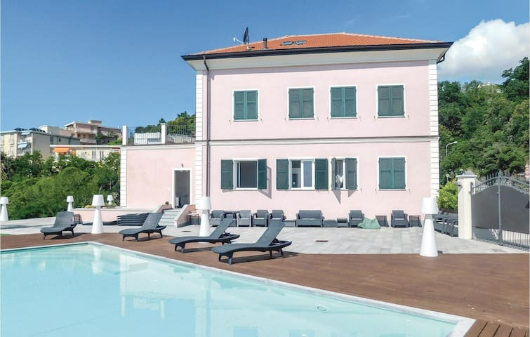 Holiday cottage with 3 bedrooms on 180m² in Varazze