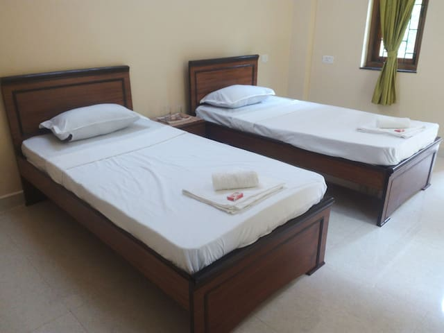 Corson Villa Room 3 (most spacious )